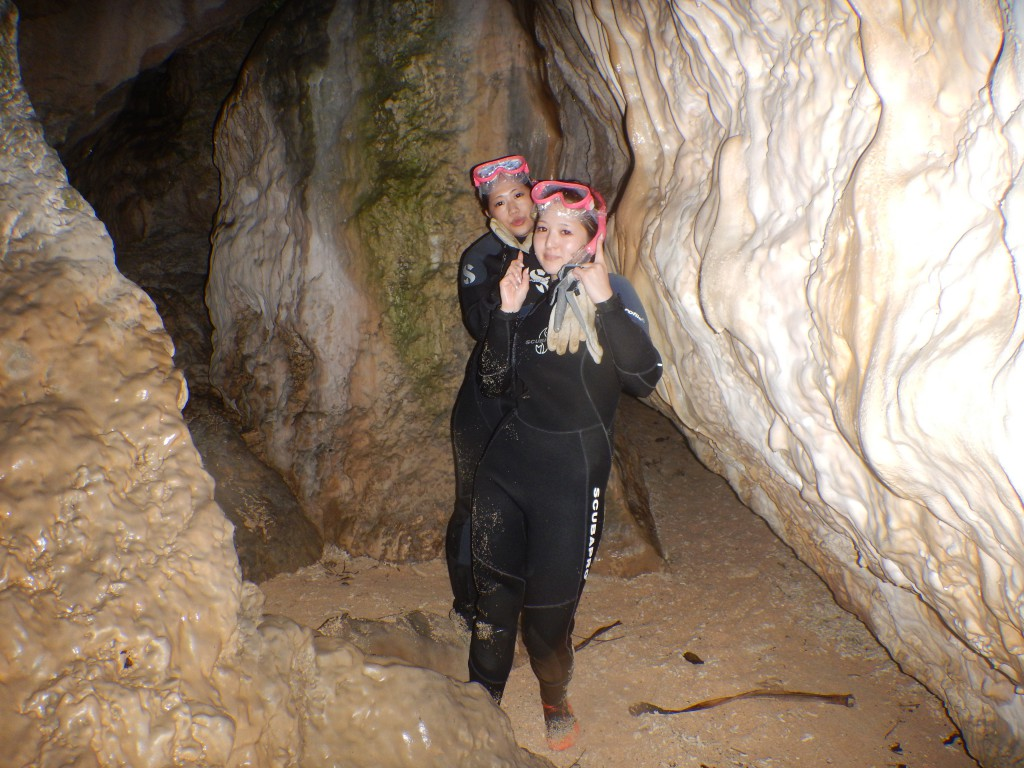青の洞窟内で記念撮影