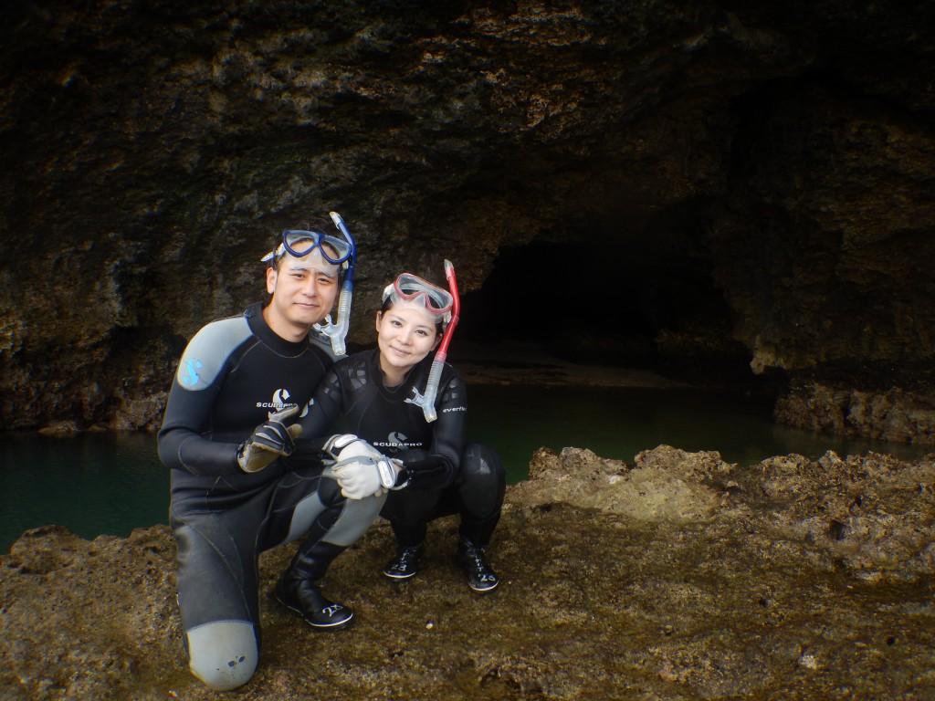 ゲスト様、青の洞窟正面で仲良くツーショット☆
