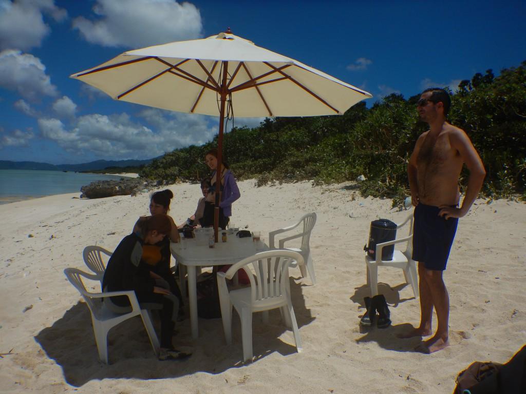 石垣一のビーチでのんびり休憩タイム