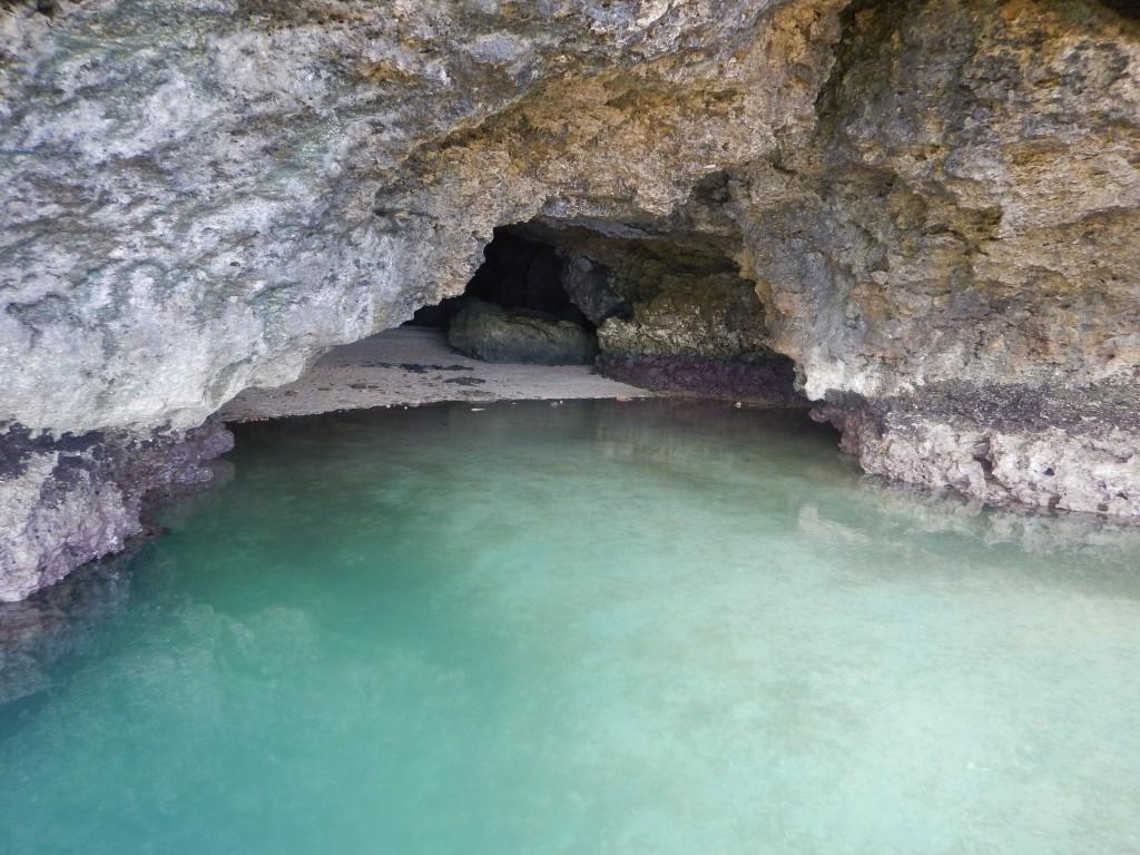 青の洞窟正面