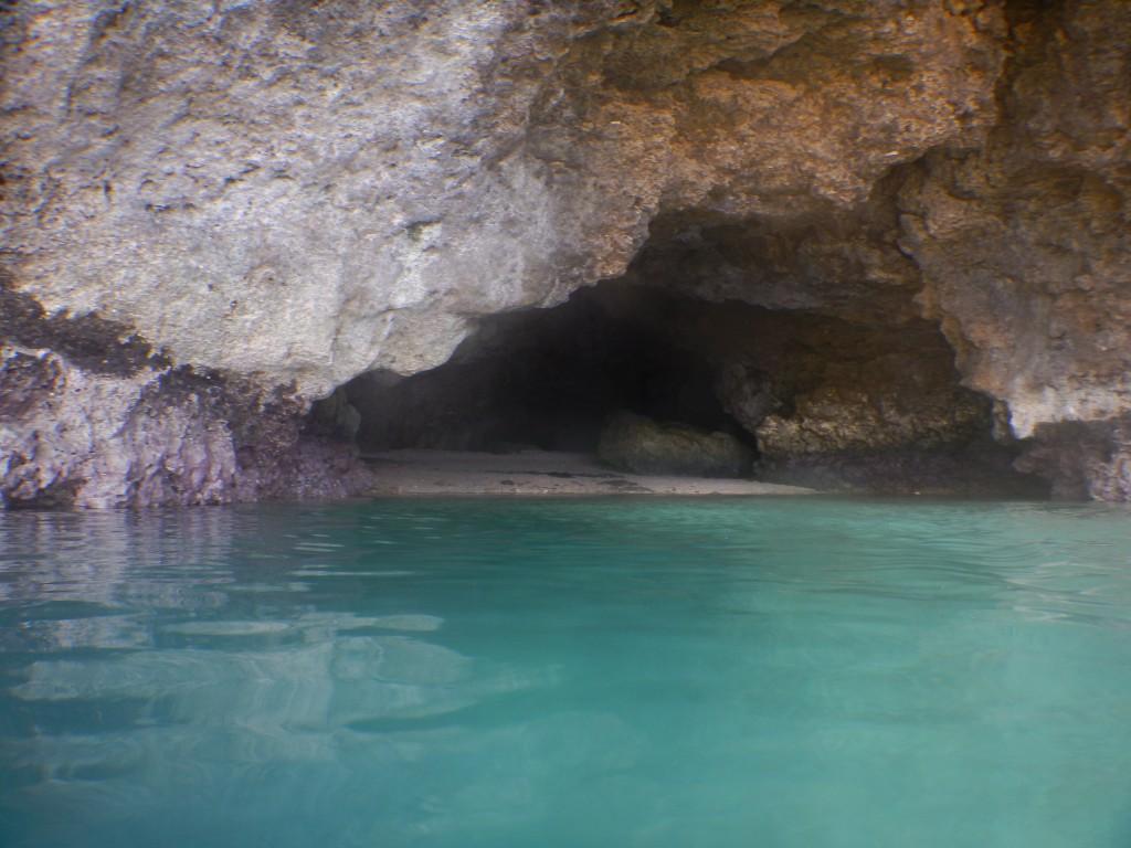 今日の青の洞窟正面