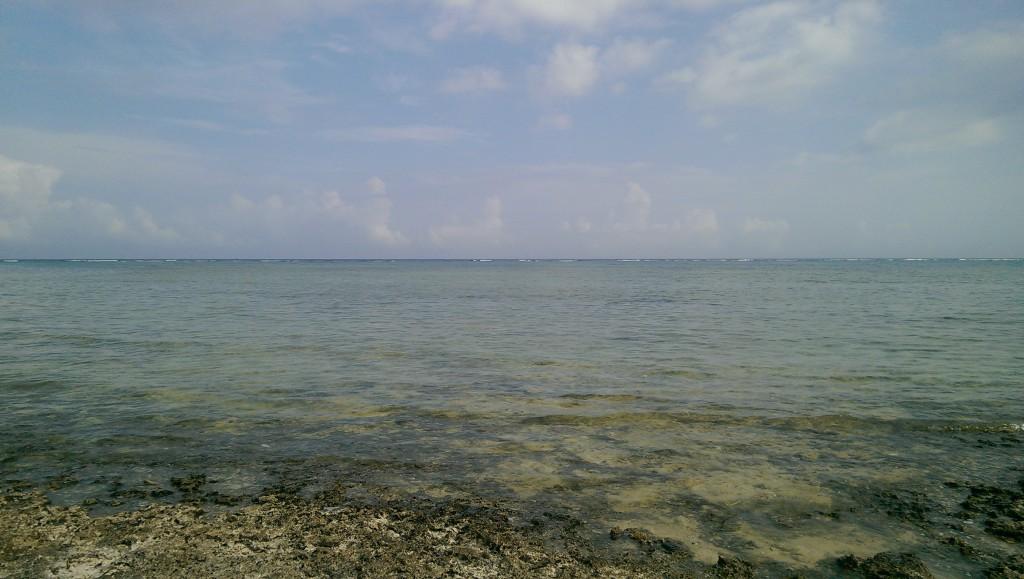 市街地にある離島のビーチの様な多田浜