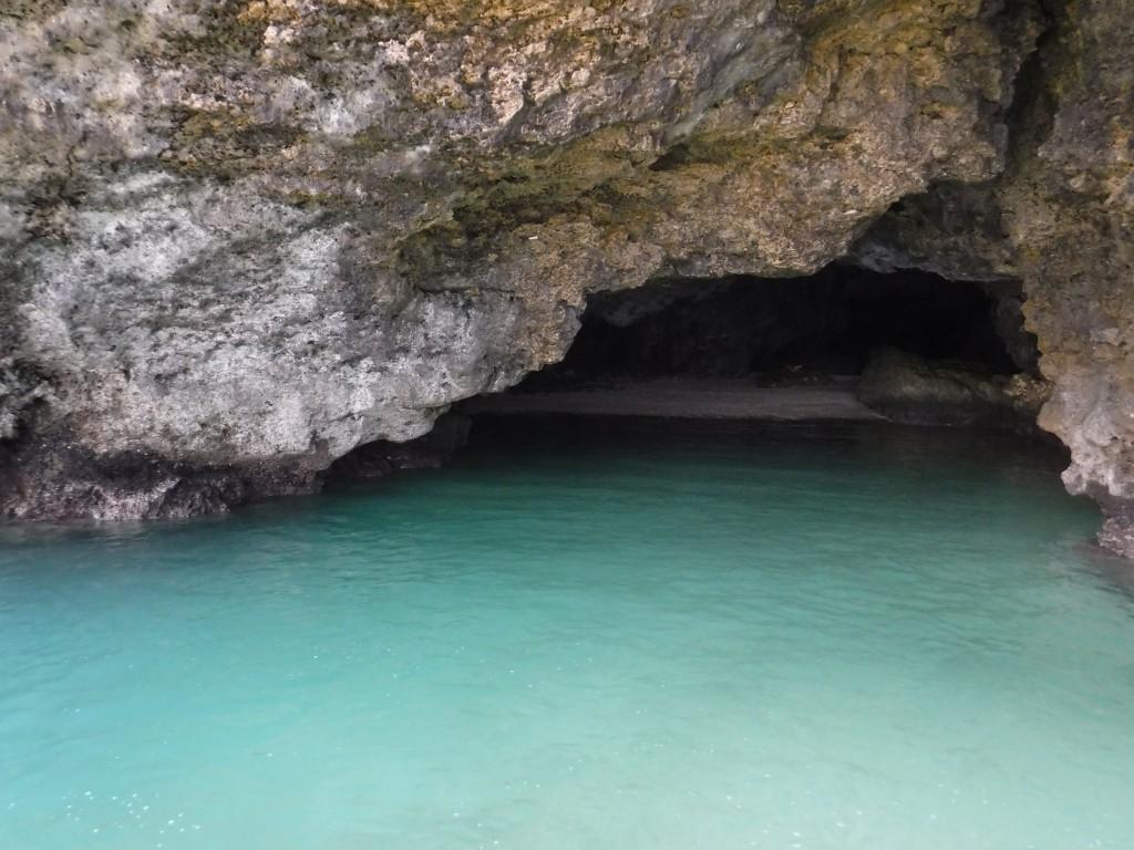 クリームソーダ色の青の洞窟