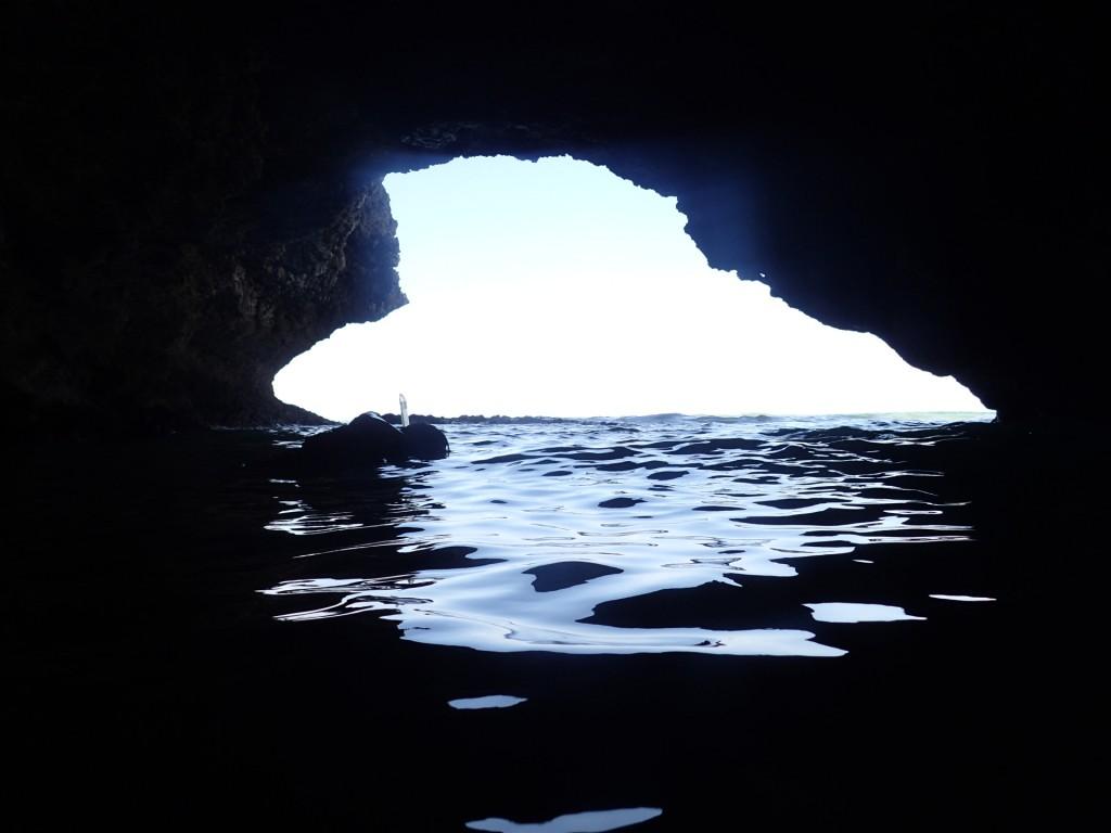 今日は少し波がある青の洞窟