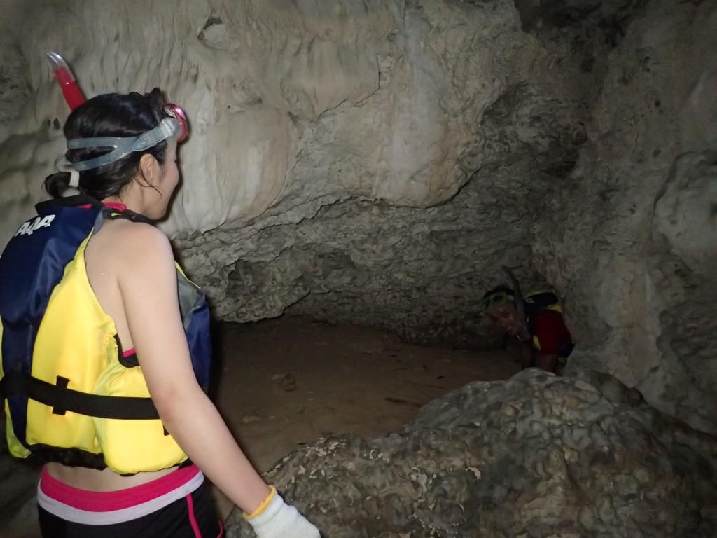 洞窟の中からこんにちは