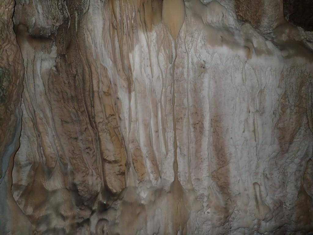 不思議な模様の鐘乳石