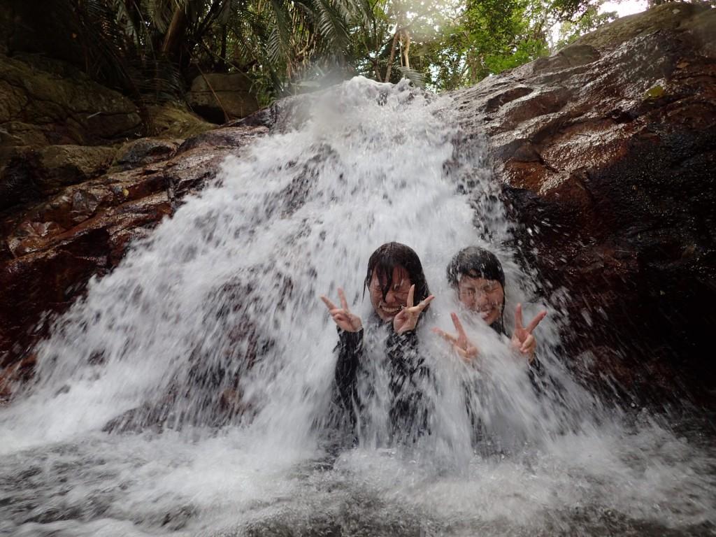 滝で綺麗さっぱり